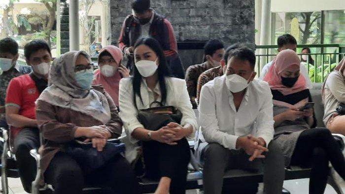 Vicky Prasetyo dan Kalina Oktarani di Pengadilan Negeri Jakarta Selatan, Kamis (9/9/2021).