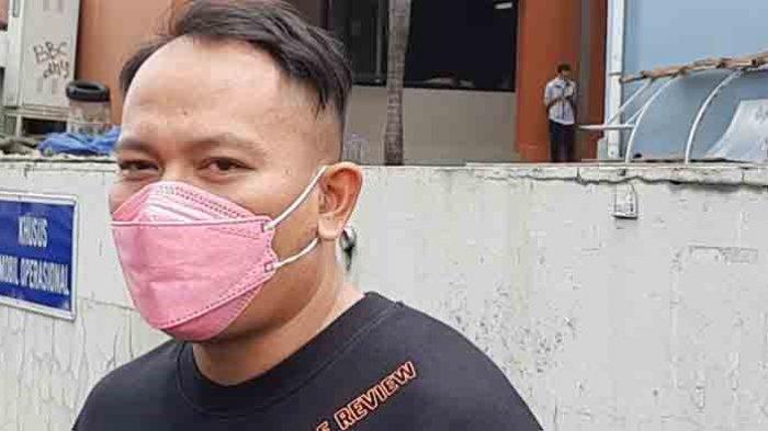 Vicky Prasteyo memberikan tanggapan terkait pernikahannya saat di temui di daerah Mampang, Jakarta Selatan, Senin (15/2/2021).