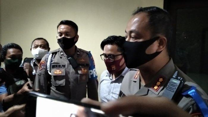Kapolresta Bandar Lampung Kombes Pol Yan Budi Jaya memberikan keterangan kepada awak media terkait penangkapan artis VS, Rabu (29/7/2020).