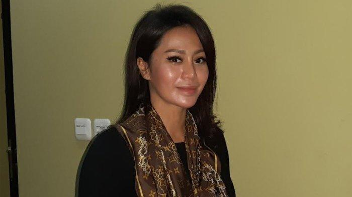 Ogah Buka Suara Soal Dugaan Perselingkuhan Suami, Vicky Zainal: Itu Mengganggu Saya 10 Tahun