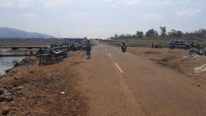 Waduk Jatigede Surut, Jalan Provinsi Sampai Kampung Bekas Pemukiman Warga Terlihat Lagi