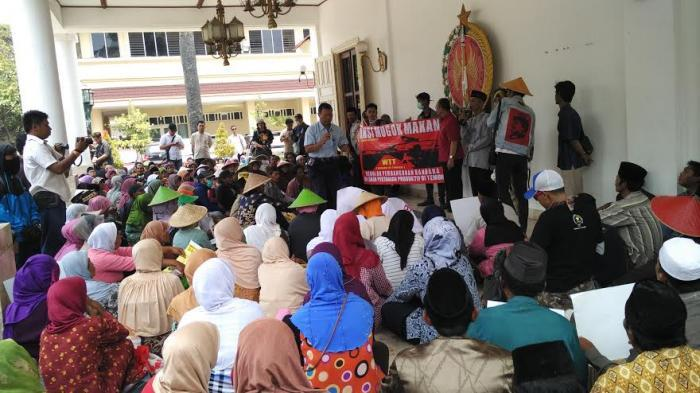 Ratusan Petani Demo Tolak Pembangunan Bandara Kulonprogo