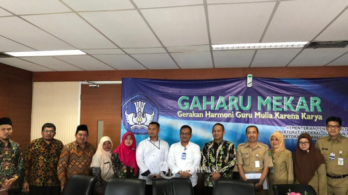 Wakil Bupati Kebumen H. Arif Sugiyanto beserta Kepala Dinas Pendidikan.