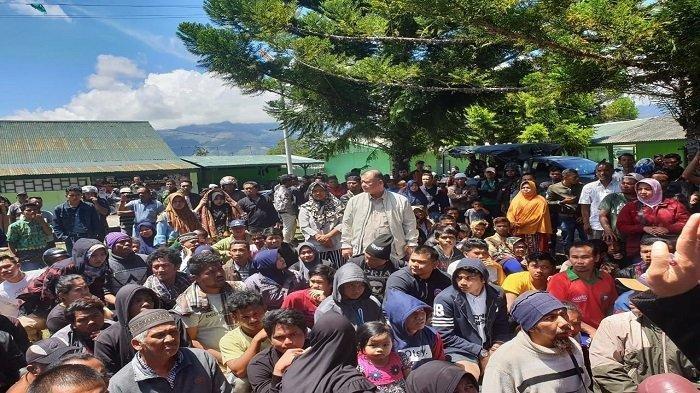 Nasrul Abit saat berada di posko pengungsian yang berlokasi di Kodim 1702 Jayawijaya di Wamena, Papua.