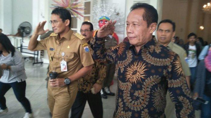 Wakil Gubernur Sandiaga Salahudin Uno dan Mantan Gubernur DKI Jakarta Sutiyoso saat bertemu di Balai Kota, Monas, Jakarta Pusat (21/11/2017).