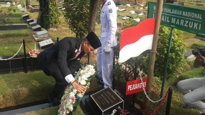 Sambut Hari Ulang Tahun Kota Jakarta, Sandiaga Ziarah ke Makam Pahlawan Nasional