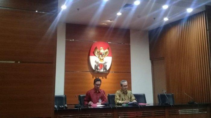 Wakil Ketua KPK Alexander Marwata menjelaskan kronologi OTT di Gedung Merah Putih KPK, Jakarta, Selasa (20/8/2019).