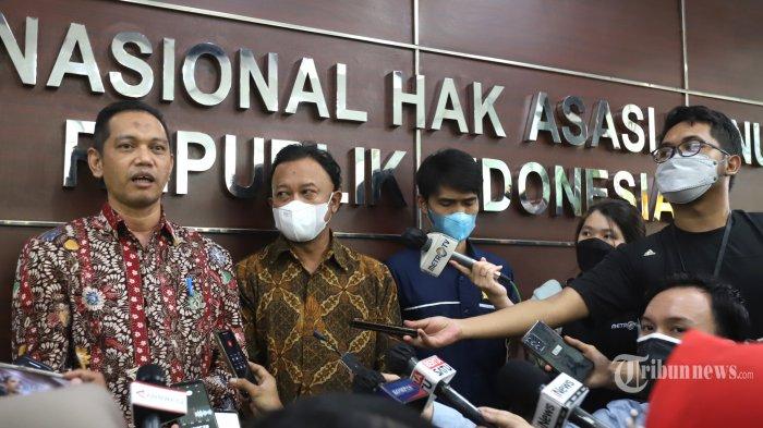 Wakil Ketua Komisi Pemberantasan Korupsi (KPK) Nurul Ghufron saat memberikan keterangan pers di Gedung Komisi Nasional untuk Hak Asasi Manusia (Komnas HAM), Jakarta Selatan, Kamis (17/6/2021). Ghufron datang untuk memberikan klarifikasi terkait dugaan pelanggaran HAM yang dilaporkan ke Komnas HAM pada proses tes wawasan kebangsaan (TWK) pegawai KPK. Ghufron menyebut, TWK merupakan bagian dari proses alih status pegawai KPK menjadi aparatur sipil negara (ASN). Sedangkan, Badan Kepegawaian Negara (BKN) merupakan lembaga yang melaksanakan TWK pegawai KPK tersebut. Tribunnews/Jeprima