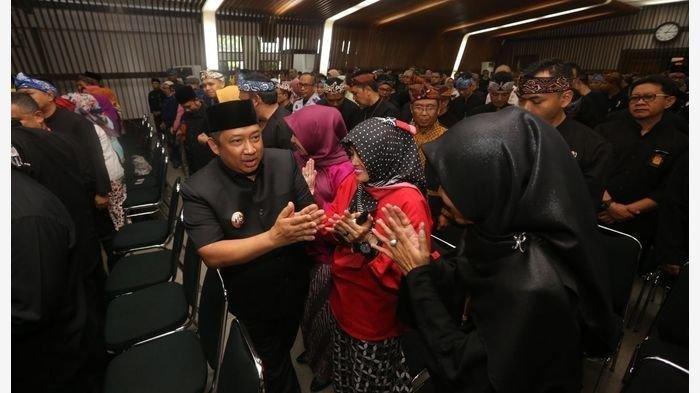 Wakil Wali Kota Bandung Yana Mulyana mengangkat, mengukuhkan, dan mengambil sumpah janji 250 pejabat struktural di lingkungan Pemerintah Kota Bandung di Ruang Serba Guna Balai Kota Bandung, Kamis (6/2/2020).