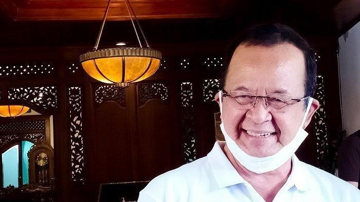 Penampilan perdana Achmad Purnomo seusai pengumuman rekomendasi PDIP saat ditemui di kompleks Balai Kota Solo, Sabtu (18/7/2020).