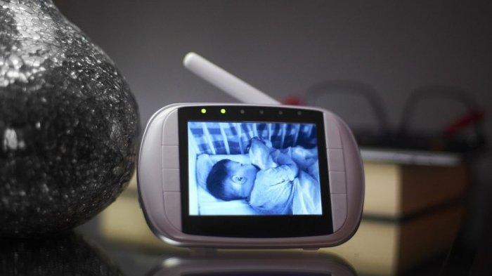 Kapan Waktu Terbaik Berhenti Pakai Baby Monitor? Ini Penjelasannya!