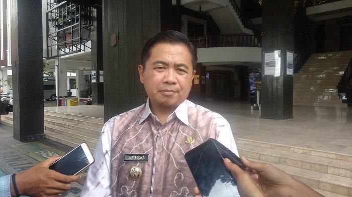 Wali Kota Banjarmasin Ibnu Sina saat di Pemko Banjarmasin. Antisipasi ancaman Virus Corona, wali kota liburkan sekolah semua tingkatan.