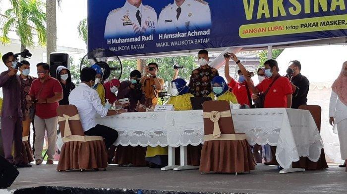 Alat pengukur tensi menunjukkan tensi Wali Kota Batam, Muhammad Rudi tinggi sehingga Rudi batal divaksinasi covid-19.