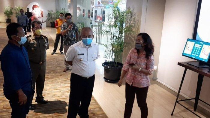 Wali Kota Bekasi Rahmat Effendi saat melakukan kunjungan ke XXI Summarecon Bekasi, Bekasi Utara, Selasa (27/10/2020).