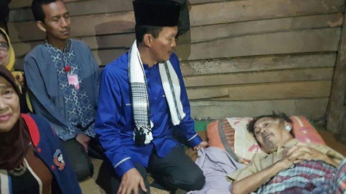 Viral di Instagram, Wali Kota Palembang Jemput Lansia Sakit Parah