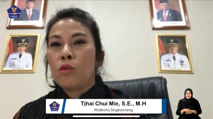 Wali Kota Singkawang Tjhai Chui Mie atau Amie dalam dialog melalui ruang digital di Media Center Satuan Tugas Penanganan Covid-19, Jakarta, Sabtu (1/8/2020).