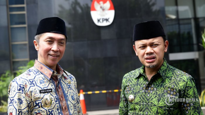 Wali Kota Bogor Bima Arya didampingi Wakil Wali Kota Bogor Dedie A Rachim. TRIBUNNEWS/IRWAN RISMAWAN