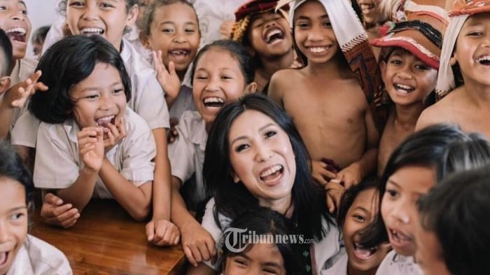 Tantang Followers Kumpulkan 1000 Pasang Sepatu Sekolah Untuk Anak NTT