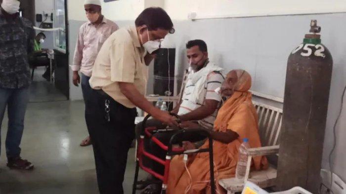 Wanita 76 tahun dari desa Mudhale sekarang dirawat di sebuah rumah sakit di Baramati.