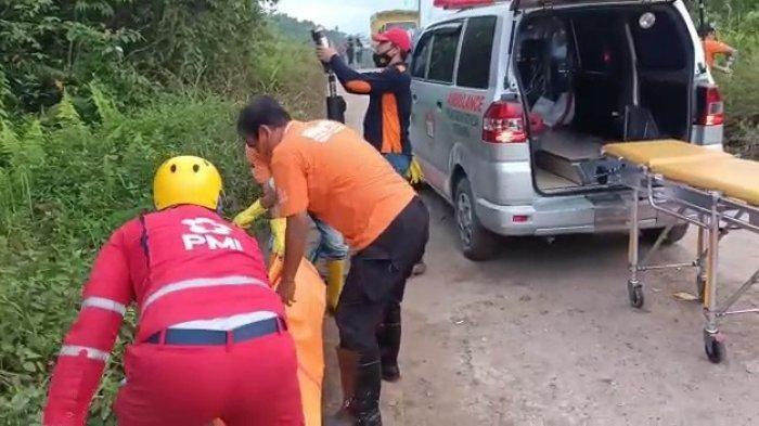 Evakuasi jasad Juwanah alias Julia (25) yang ditemukan telah menjadi tulang belulang pada Jumat (24/9/2021) dini hari tadi. HO/Inafis Satreskrim Polresta Samarinda (HO/Inafis Satreskrim Polresta Samarinda)