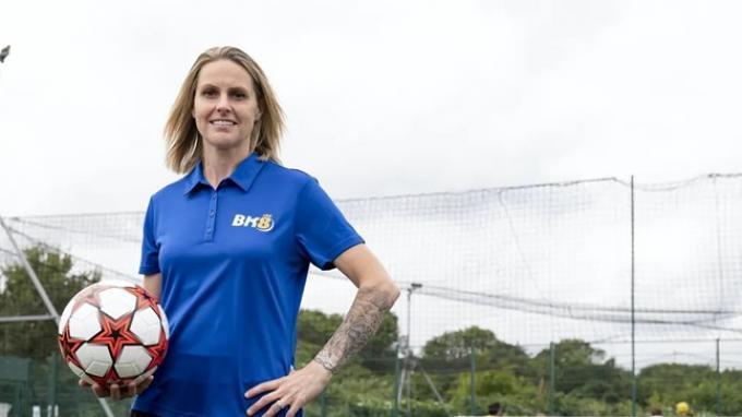 Legenda Sepakbola Wanita Kelly Smith Dukung Penuh Kampanye Amal