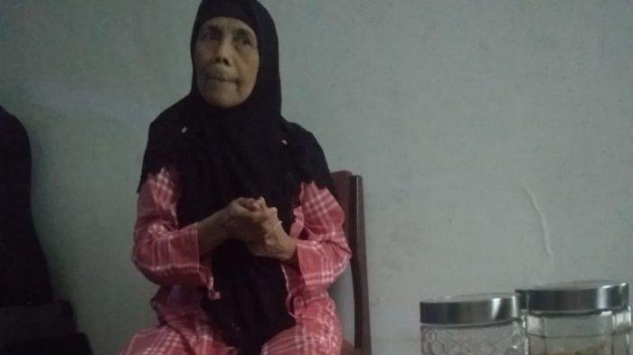 Sugiarti, wanita yang memandikan jenazah Lina Zubaedah.