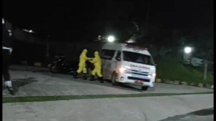 Screenshot video warga Balikpapan yang tumbang di pinggir jalan raya di kawasan Rapak tidak jauh dari SPBG