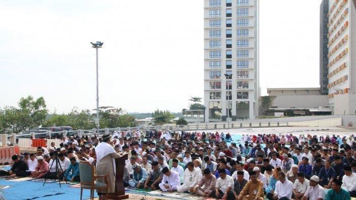 600 Orang Salat Istisqa di BP Batam Berdoa Agar Turun Hujan