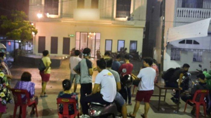 Warga geruduk hotel di Medan Petisah, Jumat (29/5/2020).