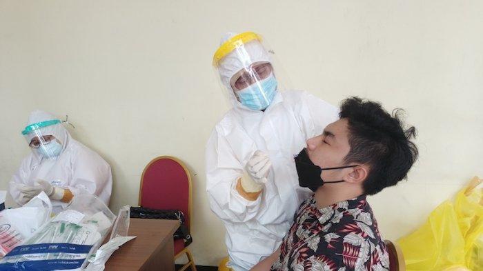 Pasca Lebaran Pemudik Test Kesehatan di GOR Makasar Jakarta Timur