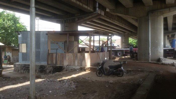 Nekat, Lahan untuk Taman di Bawah Flyover Pelabuhan Tanjung Mas Jadi Warung dan Tempat Parkir Truk