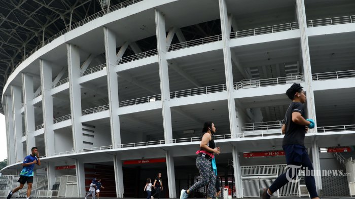 Warga berolahraga di Ring Road Stadion Utama Gelora Bung Karno (SUGBK), Jakarta, Jumat (5/6/2020). Ring road Stadion Utama Gelora Bung Karno (SUGBK) kembali dibuka dengan menerapkan protokol kesehatan setelah tiga bulan ditutup akibat pandemi Covid-19. TRIBUNNEWS/IRWAN RISMAWAN