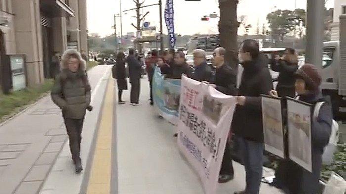 Warga Korea protes unjuk rasa di depan kantor pusat Mitsubishi Heavy Industries Februari 2019.