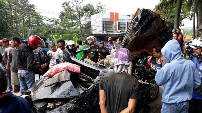 Tabrakan Maut di Bogor, Sopir dan Dua Anak di Mobil Honda Jazz Tewas