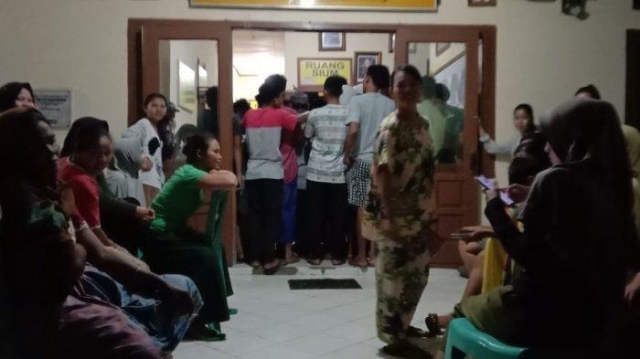 Puluhan warga Desa Muaro Jernih, Kecamatan Tabir Ulu, Kabupaten Merangin mendatangi Mapolsek Tabir Ulu.