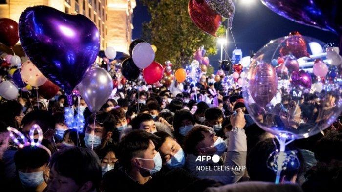 POTRET Kemeriahan Pesta Tahun Baru di Wuhan, Menikmati Konser Indoor dan Berkumpul di Sungai Yangtze