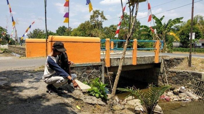 Warga Purwomartani Kalasan Temukan Mayat Bayi dalam Kaleng Biskuit di Selokan Mataram