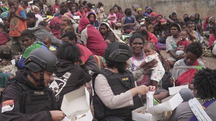 Takut dengan KKB, Ratusan Warga Pegunungan Sekitar Areal Freeport Mengungsi ke Polsek Tembagapura