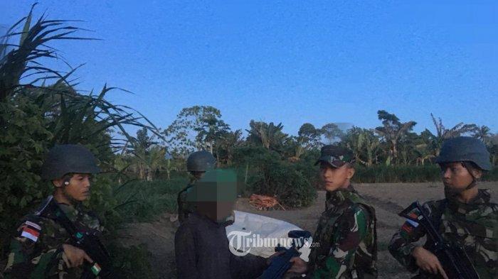 Rangkulan Hati Satgas Yonif PR 328/DGH, Warga Keerom Serahkan Senjata Airgun
