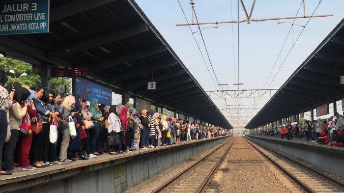 Warganet Emosi Keluhkan Perubahan Jadwal KRL Bikin Penumpang Menumpuk di Stasiun