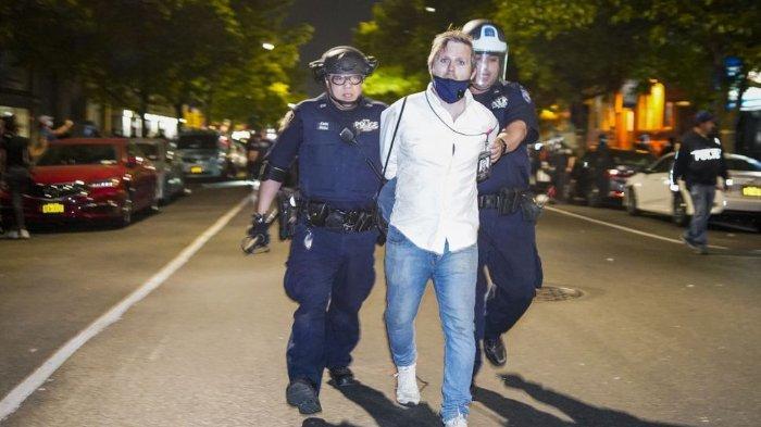Kisah Wartawan Kulit Putih Ditindih Polisi saat Demo Bela George Floyd, Dipenjara Bersama 15 Orang