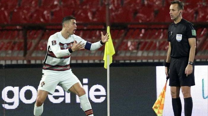 Asisten Wasit Ini Kena Pecat Buntut Keputusan yang Anulir Gol Hantu Cristiano Ronaldo