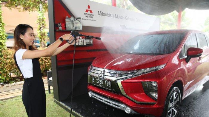 Mengetes Efek Daun Talas di Cat Mobil Lewat Aplikasi Produk Water Repellent dari Mitsubishi