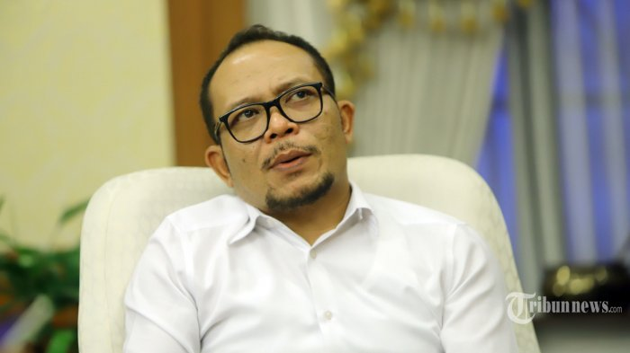 Menteri Ketenagakerjaan, Hanif Dhakiri saat diwawancarai secara khusus oleh Tribunnews di kantornya, di Jakarta Selatan, Rabu (16/10/2019). Wawancara tersebut membahas sejumlah hal seperti suka dan duka berada di kabinet Jokowi-JK serta kesukaannya bermusik hingga menjadi penggemar penyanyi campur sari Didi Kempot. Tribunnews/Herudin