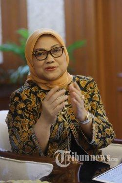Menteri Ketenagakerjaan RI, Ida Fauziah saat diwawancarai secara khusus oleh Tribunnews di Kantor Kemnaker RI, Jakarta Selatan, Rabu (4/3/2020). Wawancara tersebut terkait sejumlah isu yang berkembang seperti RUU Omnimbus Law dan pekerja migran Indonesia. Tribunnews/Herudin