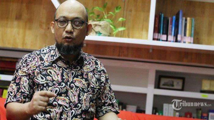 Penyidik senior Komisi Pemberantasan Korupsi (KPK) Novel Baswedan berpose usai wawancara khusus dengan Tribunnews di Gedung KPK, Jakarta, Jumat (19/6/2020). TRIBUNNEWS/IRWAN RISMAWAN