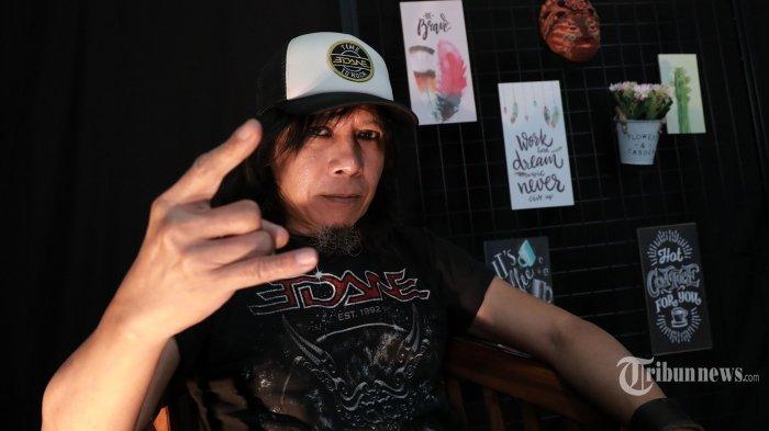Cerita Pahit Gitaris Eet Sjahranie Saat Manggung, Dilempar Batu, Lukanya Masih Berbekas