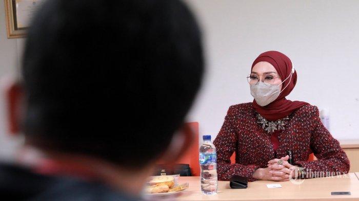 Okky Asokawati Cerita Pengalamannya Jajaki Dunia Modeling di Usia Muda