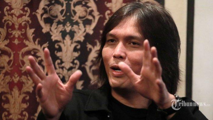 Penyanyi Once Mekel saat wawancara khusus dengan Tribun Network di studio musiknya di kawasan Pondok Indah, Jakarta Selatan, Rabu (23/6/2021). Tribunnews/Irwan Rismawan