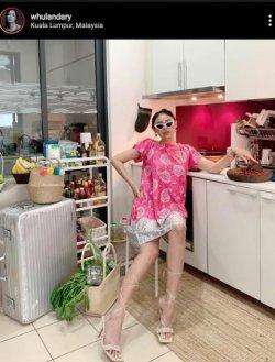 Whulandary Herman Bikin Daster Lebih Fashionable, Tambah Heels dan Kacamata Hitam
